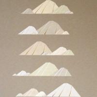 """""""Montagnes"""" (Maia HENRY) Collage 40x50cm, carton, différents papiers kraft, fines bandes végétales"""