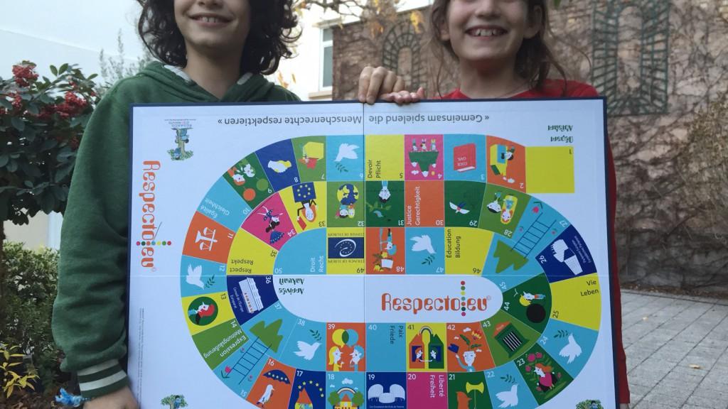 L'illustratrice Edith Fernandes a élaboré le plateau de jeu coloré.